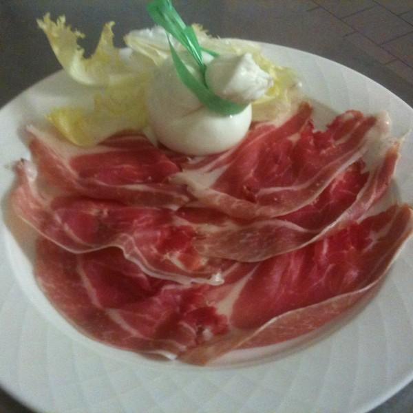 Crudo di Parma con Burratina Artigianale